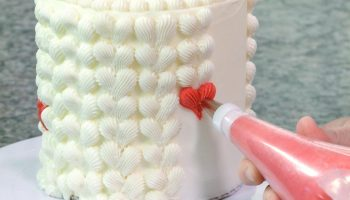piped_buttercream_cake