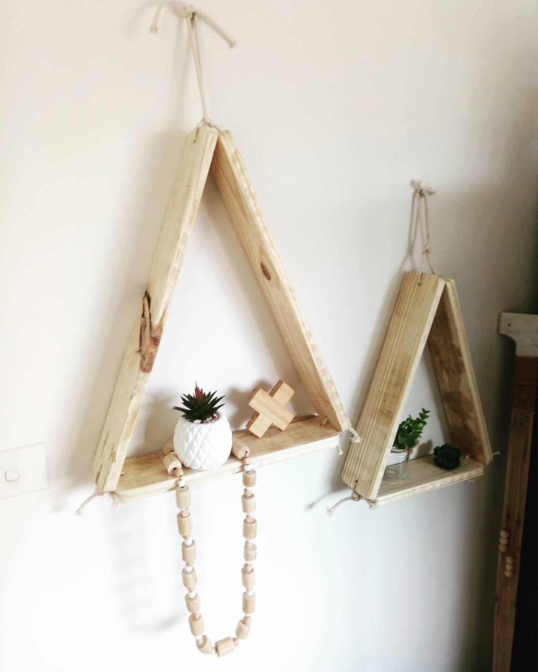 Pallet hanging wall decor