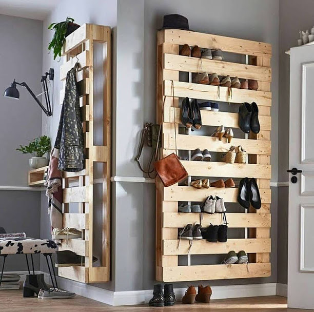 Pallet shoe shelves