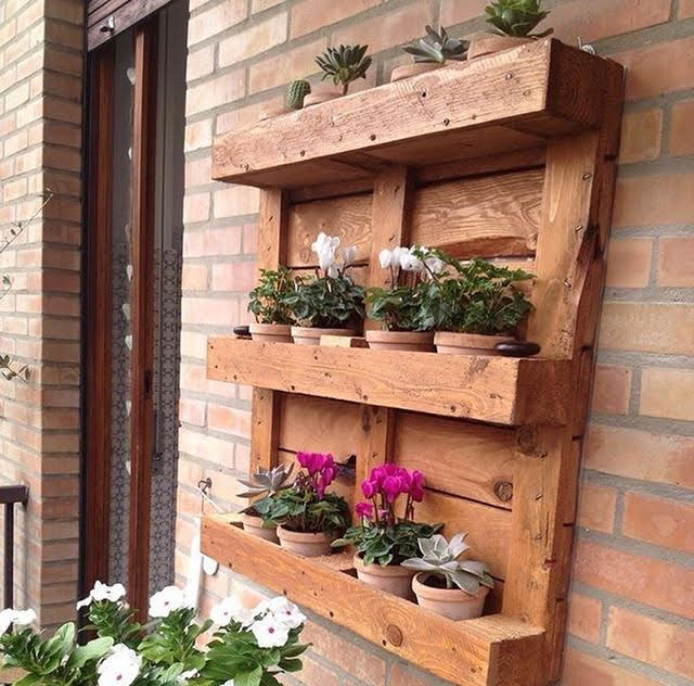 Pallet flowers decor